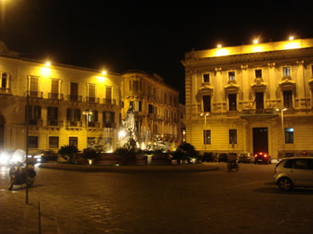 Tourism in syracuse italy archimedes square siracusa for Hotels in siracusa ortigia